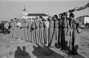 Madridissa lennettiin purjelennon MM-kisat vuonna 1952.  Yksipaikkaisten purjekoneiden luokassa olivat suomalaisista Paavo Saari 14., Harald Tandefelt 16. ja Antti Koskinen sijalla 36. Kaksipaikkaisissa Kahva oli viides ja Rautio sijalla 14.  Ryhmäkuvassa Saari kuudes vasemmalta.