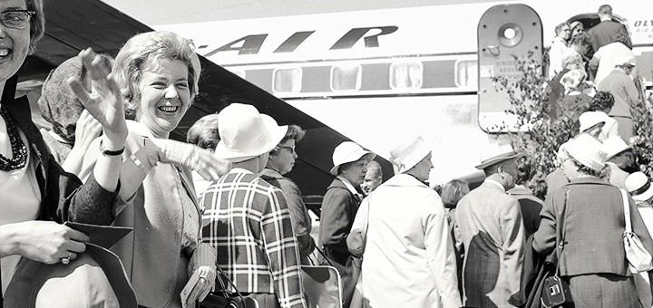 Lentomatkustamisen nostalgiaa yleisöopastuksella