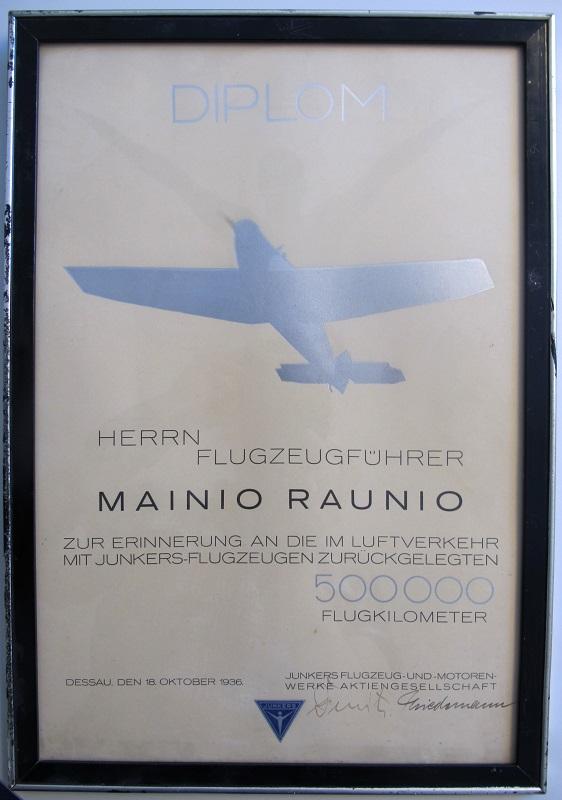 Lokakuussa 1936 Raunio sai Junkers-lentokonevalmistajalta diplomin yhtiön koneilla lennetyn 500 000 kilometrin kunniaksi.
