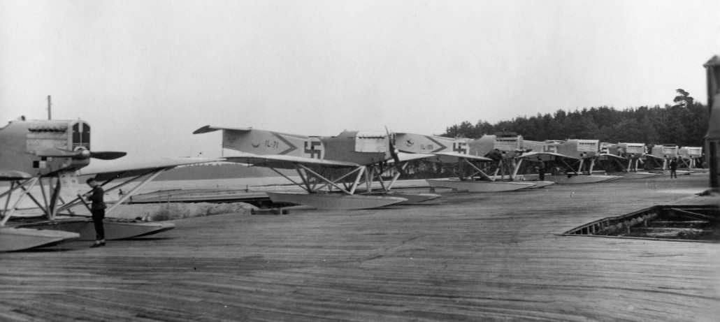 I.V.L. A.22 Hansa -meritoimintakoneita Santahaminassa 1920-luvun lopulla. Kuvassa myös IL-71. Kuva: Helge Laitinen / SIM
