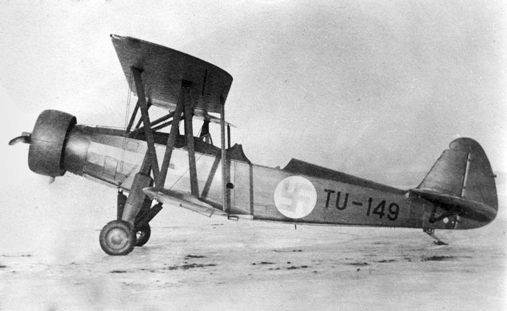 VL Tuisku -harjoituskoneen prototyyppi, TU-149 tammikuussa 1934 koelentojen aikana. The prototype of VL Tuisku trainer, TU-149, in January 1934, during test flights.